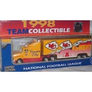 Kansas City Chiefs 1998 NFL 1/87 Diecast Tractor Trailer Ford Aeromax