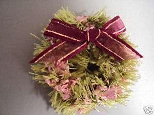 mas Xmas Christmas Holiday Wreath Pin Gift Pink Green
