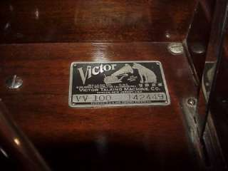 VICTROLA TALKING MACHINE MODEL VV 100 GREAT CONDITION NICE!!