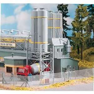 CONCRETE PLANT SILOS   PIKO HO SCALE MODEL TRAIN BUILDING