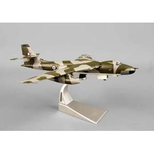 Corgi Vickers Valiant B MK1 1/144 XD829: Home & Kitchen
