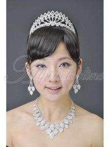 Luxuriant Womens Bridal Tiara Rhinestone Crown Hair Comb Pins Wedding