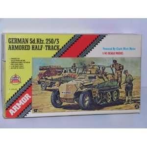 Sd.Kfz 250/3 Armored Half Track   Plastic Model Kit