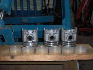 3000 FORD TRACTOR PISTONS W/ PINS RINGS & ROD BEARINGS FOR 158 GAS ENG
