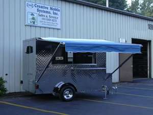 truck,mobile kitchen,hot dog cart,lunch wagon,MOBILE FOOD